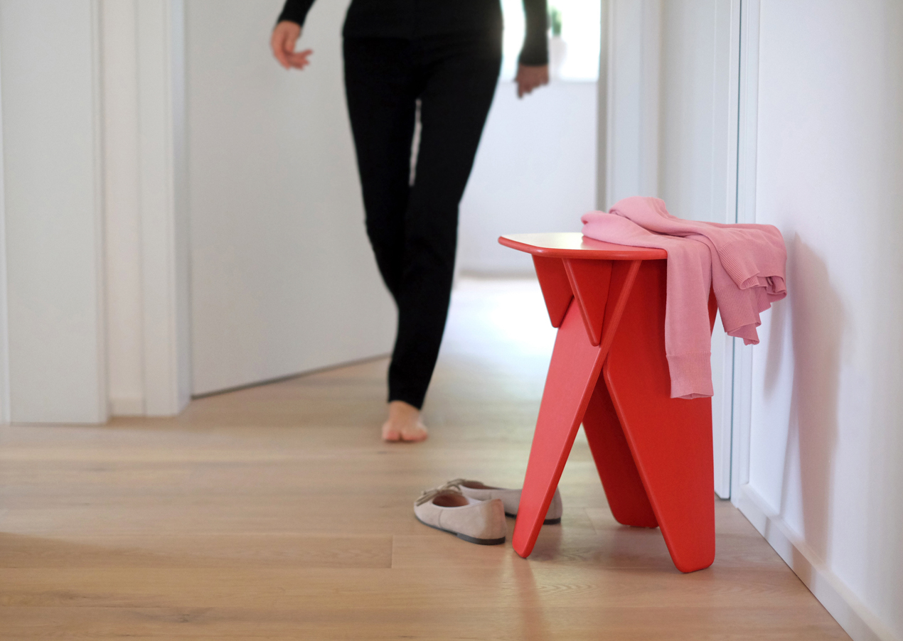 Wedge-Table-Red-Context-01-Caussa
