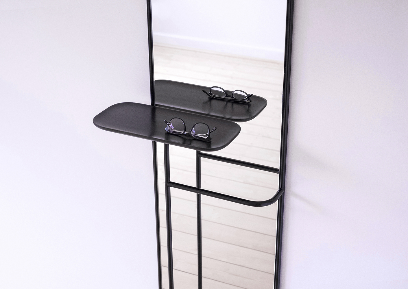 Caussa_ConciergeMirror_BlackSteelGlass5